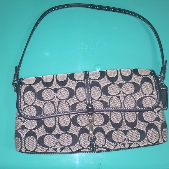 Coach Handbags - Coach Signature purse